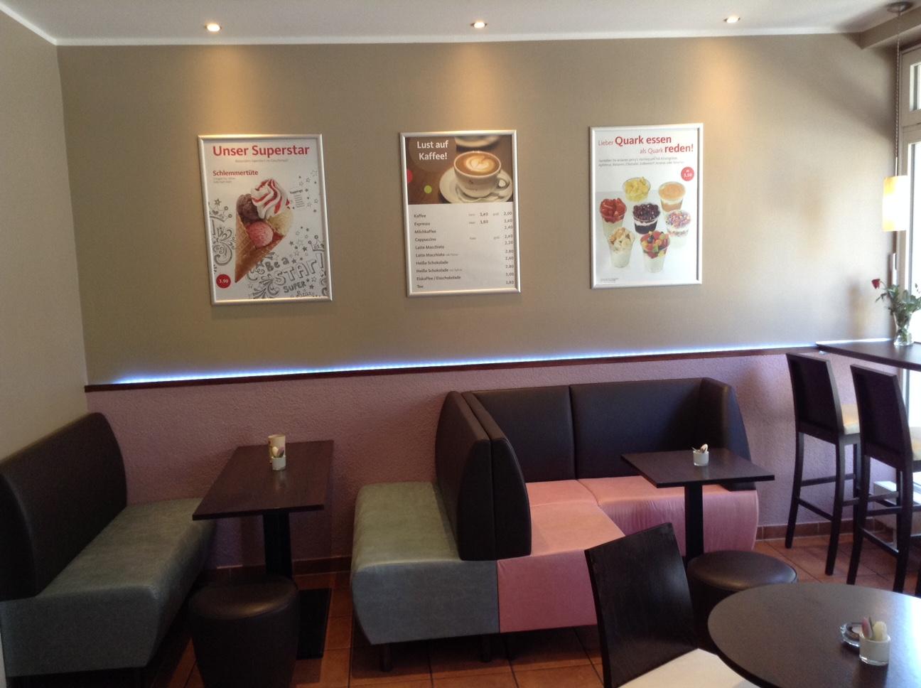 Eiscafé | Polsterbezug & Wandfarben harmonisch abgestimmt