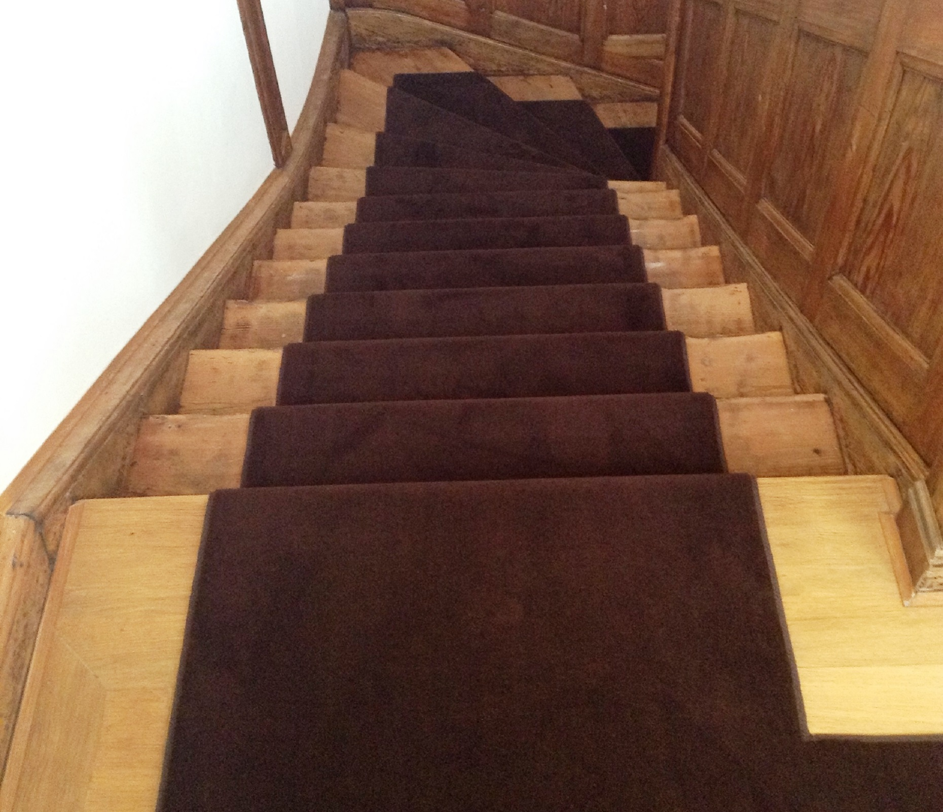Teppichläufer mit farblich abgestimmter Kettelkante